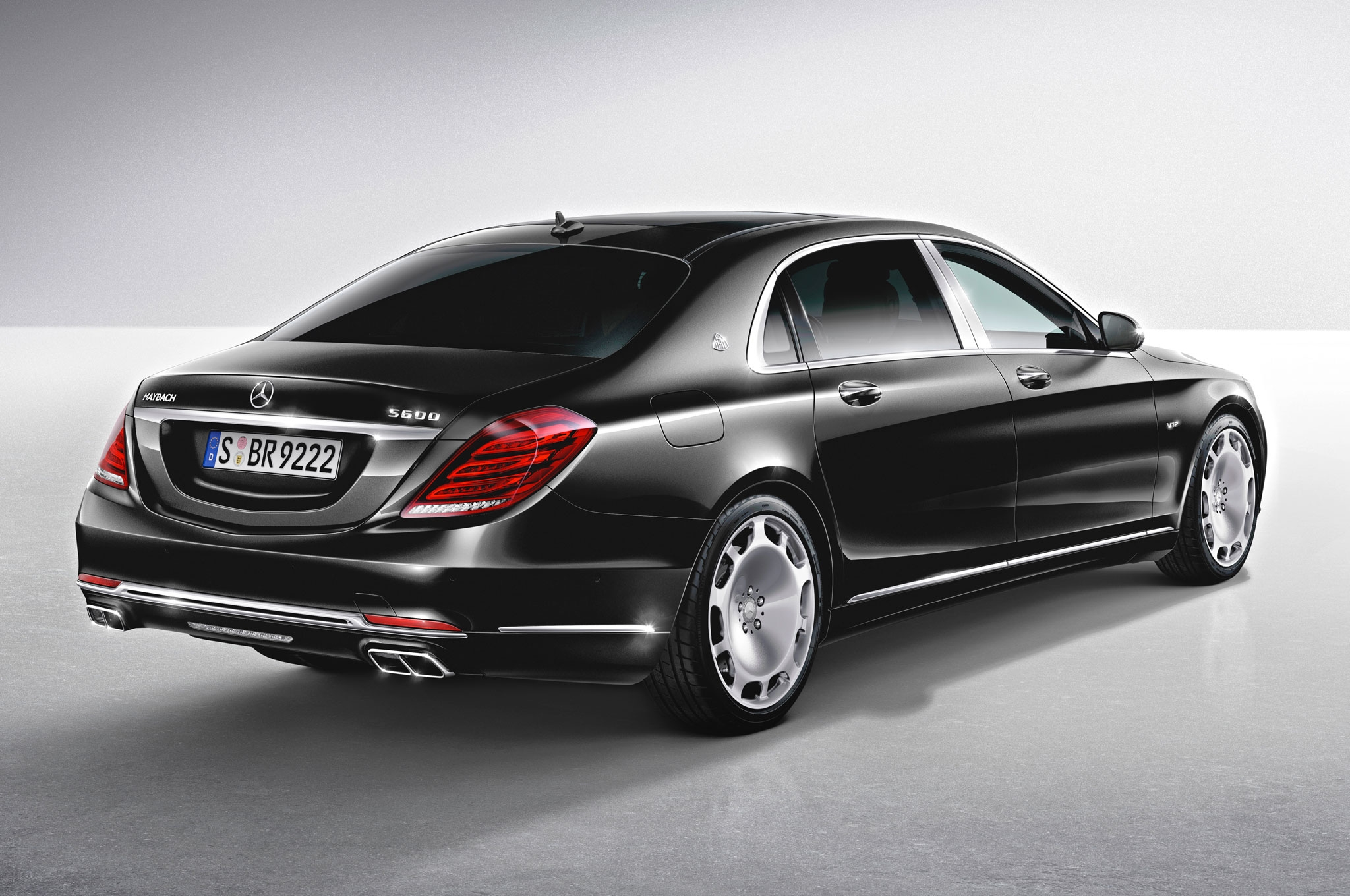 http://techdrive.co/wp-content/uploads/2015/01/2016-mercedes-maybach-s600-rear-three-quarter-view.jpg