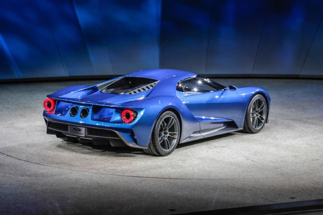 ford-gt-at-2015-detroit-auto-show-rear-three-quarter-03