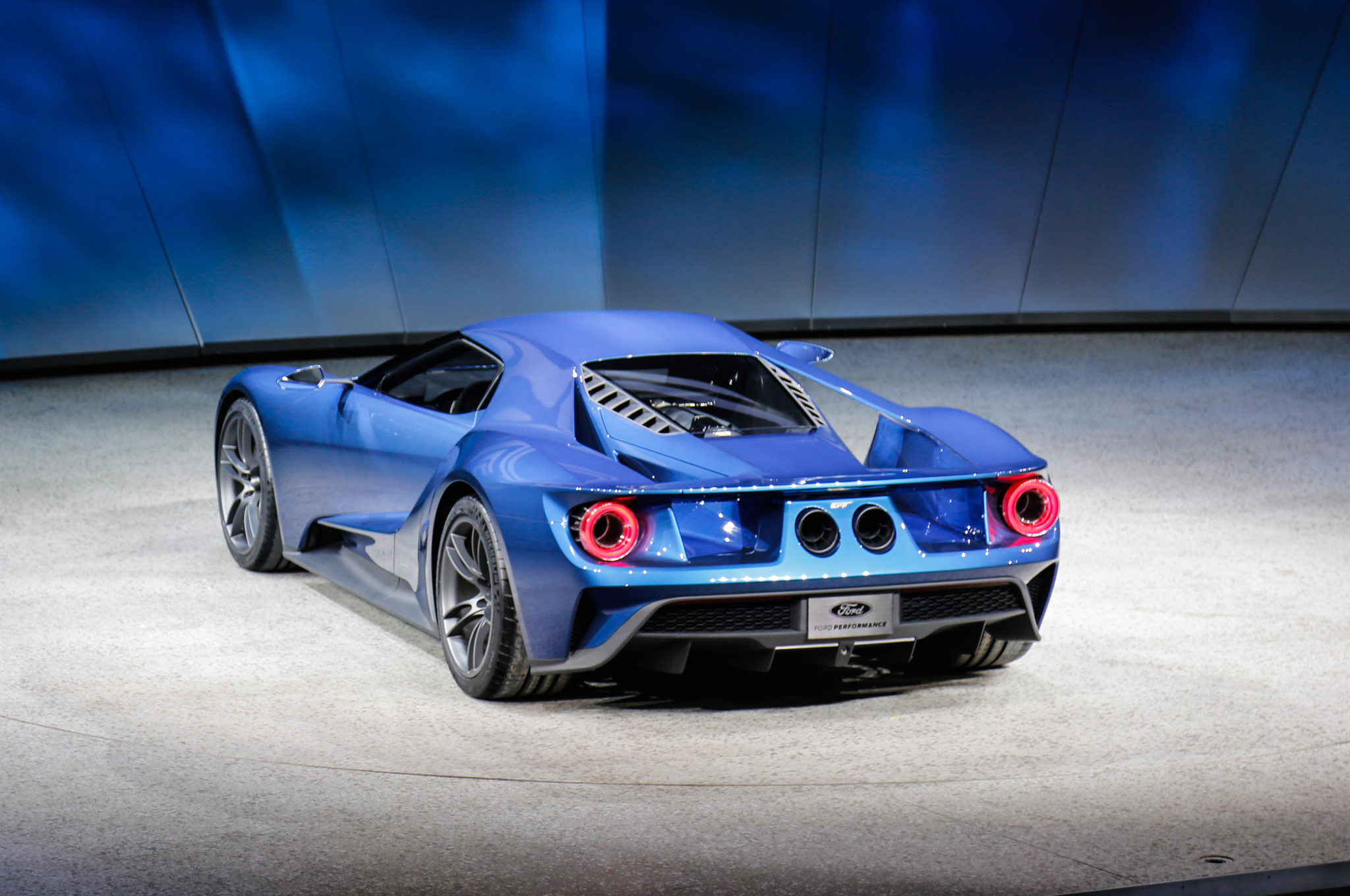 ford-gt-at-2015-detroit-auto-show-rear-three-quarter