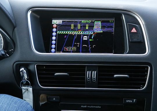 635617457617944185-Automated-Drivng-Center-Stack-Display